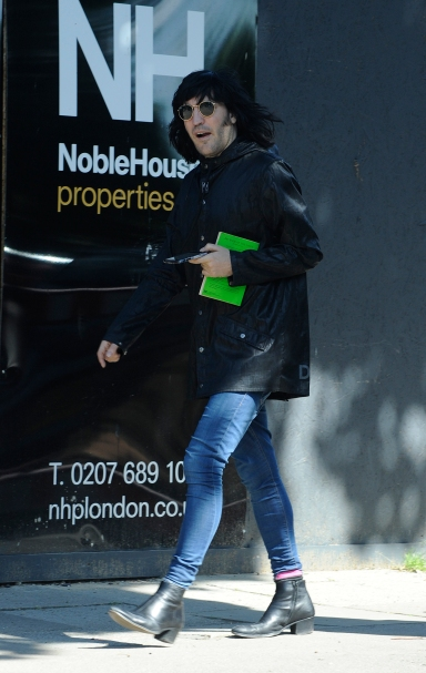 Noel Fielding seen relaxing and having coffee and breakfast while reading a book outside a bakery.